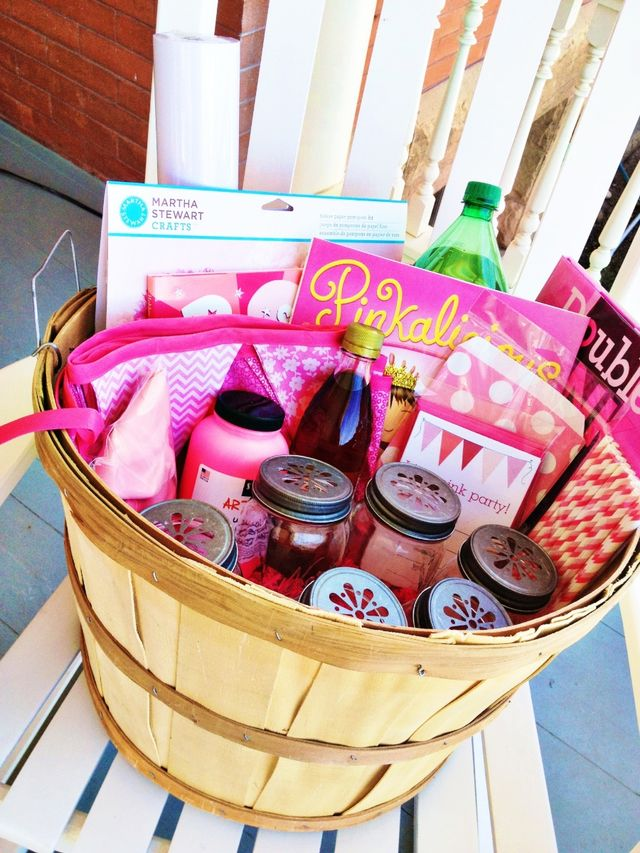 32/52 | The Pink Party Basket